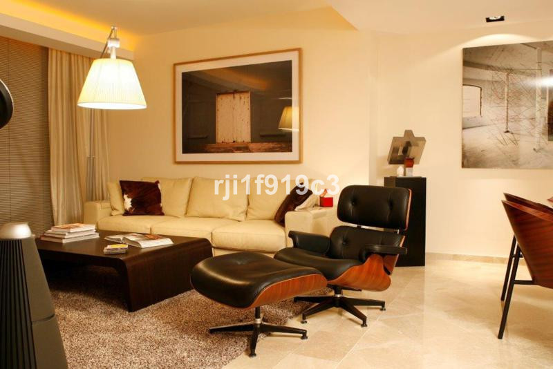Stunning 3 bedroom & 2 bathroom apartment in the prestigious urbanization of Greenlife Village, , Spain