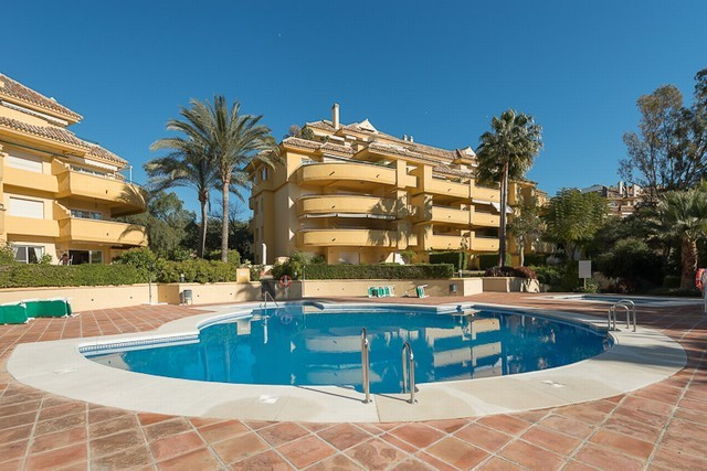 Magnificent apartment in Rio Real, next to the golf course, and a few meters from the sea.   It has , Spain