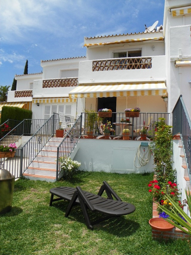 Originally listed for 229,000€ and recently reduced to 199,000€.  Fantastic 2 bedroom townhouse loca,Spain