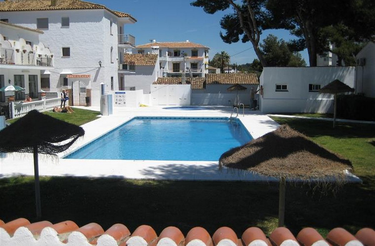 Great value bungalow style apartment that can easily extended into a 2 bedroom property. Situated in,Spain