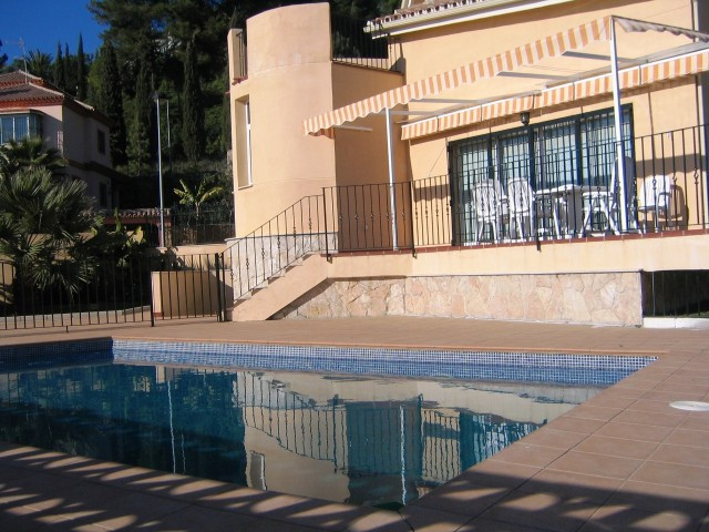 An ideal family home in a residential area conveniently situated for Schools. This homely property h, Spain