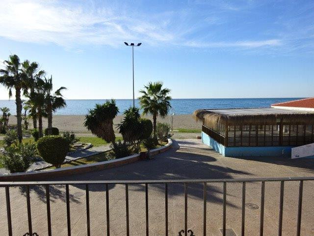 Townhouse in unbeatable location. Housing with large plot on foot of the Paseo Maritimo de la Cala d,Spain