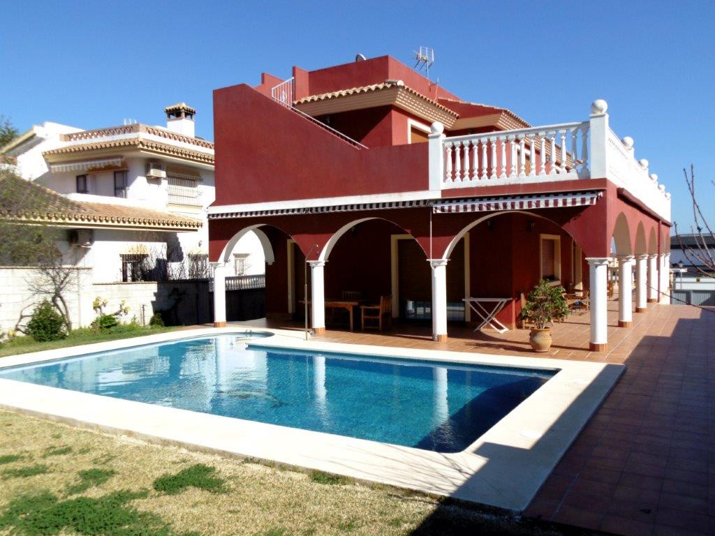 Luxury property reduced to sell in Fuengirola, Costa del Sol. Built to the highest standard in 2006 ,Spain