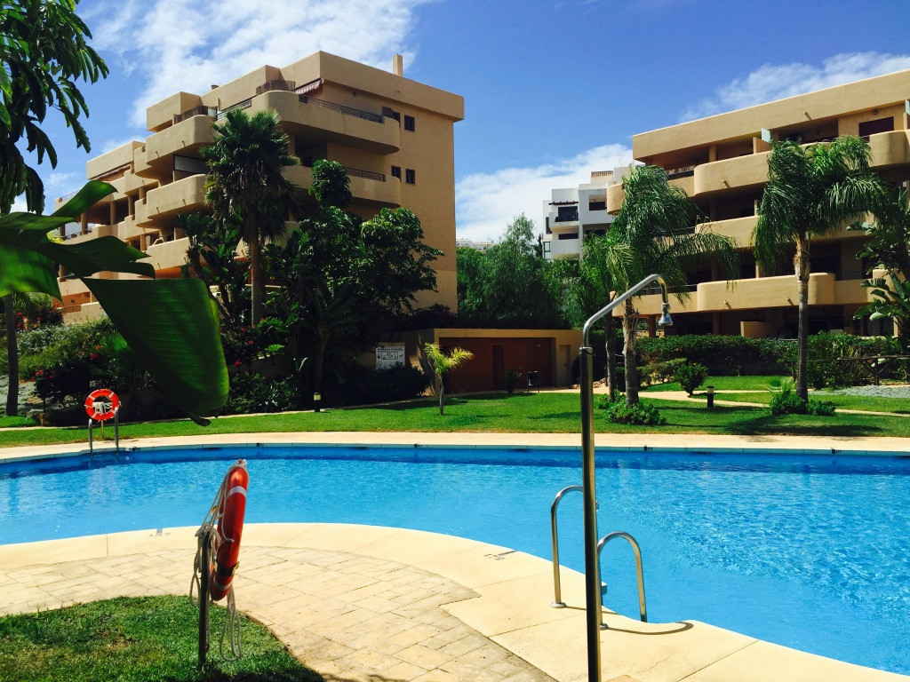 This is a 3 bedroom corner apartment in the complex of Cala Azul within a stones throw of all the am, Spain
