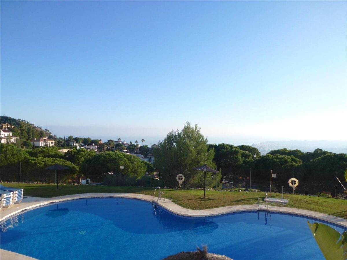 Bargain !!! Beautiful semi detached house with best sea views, Fuengirola and Morocco. It has 5 bedr, Spain