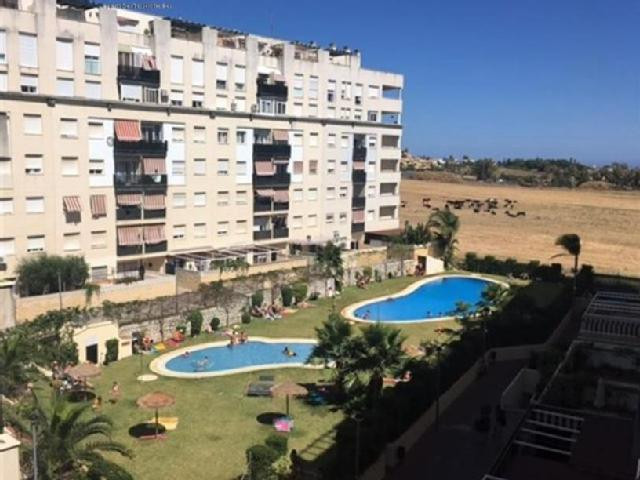 Nice apartment inside a gated complex in the area of Nueva Andalucia, a few minutes driving from Pue, Spain