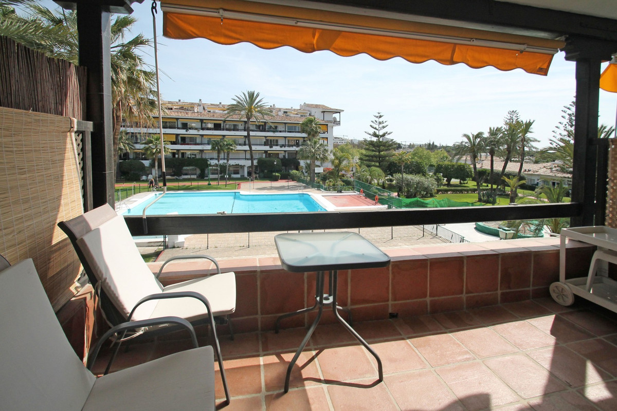 An affordable oasis with sea views in a prime location, tucked away in La Carolina Park, a tradition, Spain