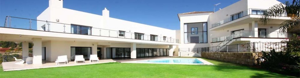 This stunning contemporary property is located absolutely front line golf,with lake, mountain and se, Spain