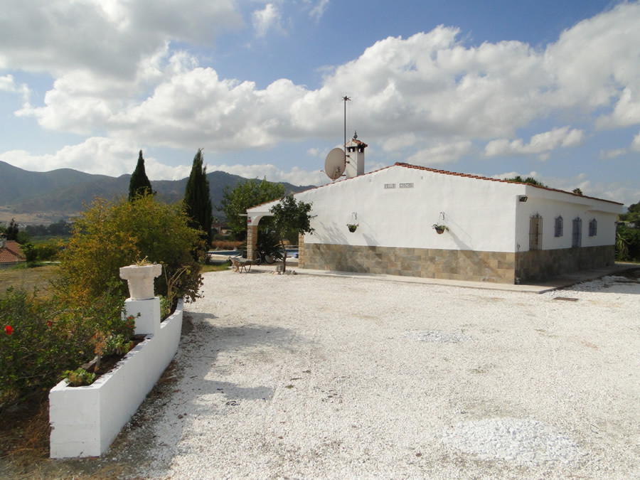 Recently renovated finca close to the amenities of Estacion de Cartama.  The property on one level h, Spain