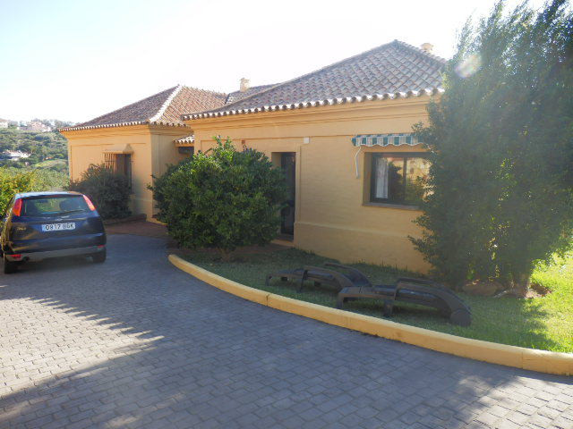 Beautiful family home set in an elevated private and sought after residential community 5 minutes fr, Spain
