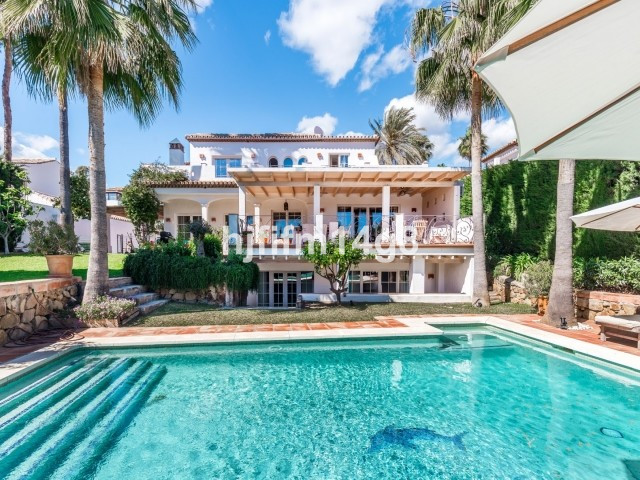 Delightful five bedroom family villa for sale in a charming gated complex in Nueva Andalucia. Marbel,Spain