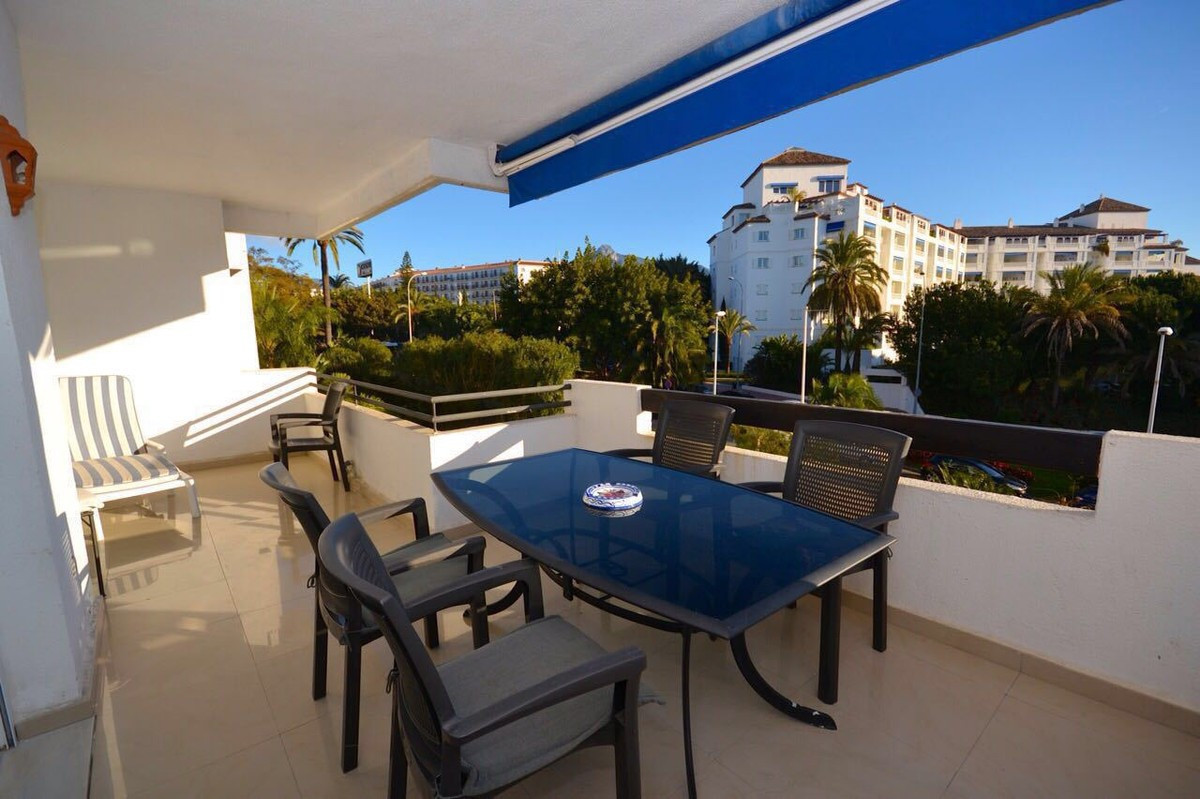 A lovely 2 bedroom 2 bathroom second floor apartment for rent in the heart of Puerto Banus. Very clo, Spain