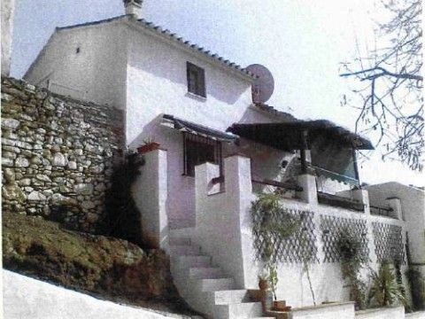 Very nice semi-detached - country house, only 8 minutes walking from the village, reformed, full pap, Spain