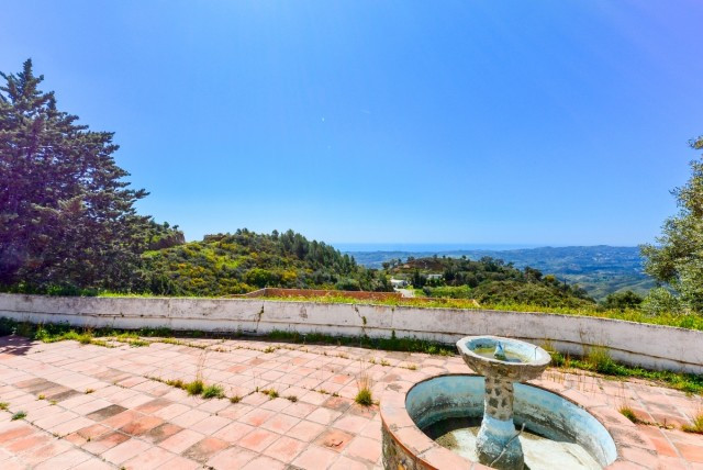 Finca to reform in Valtocado area with total privacy and beautiful panoramic sea views.  It is distr,Spain