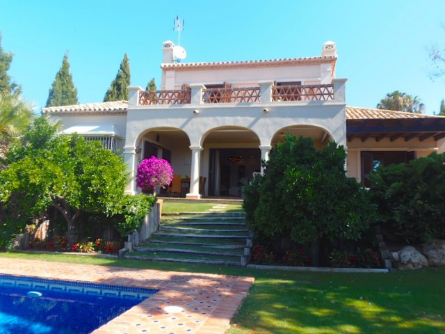 Beautiful villa located second line to one o the most well known Golf courses in the Golf Valley are, Spain