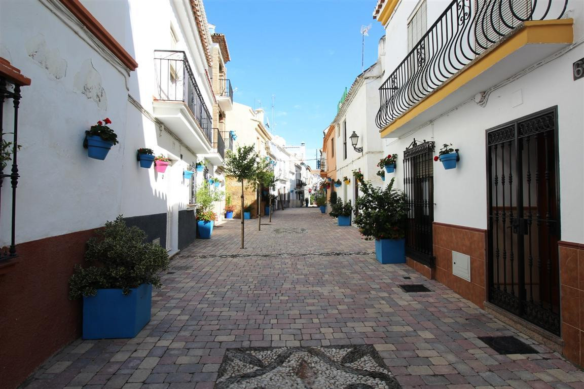 FANTASTIC APARTMENT IN THE OLD TOWN OF ESTEPONA Beautiful apartment within the picturesque old town , Spain