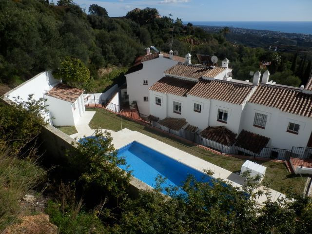 Three bedroom house with specular views of the coast line and corner plot.  Furnished with three bed, Spain
