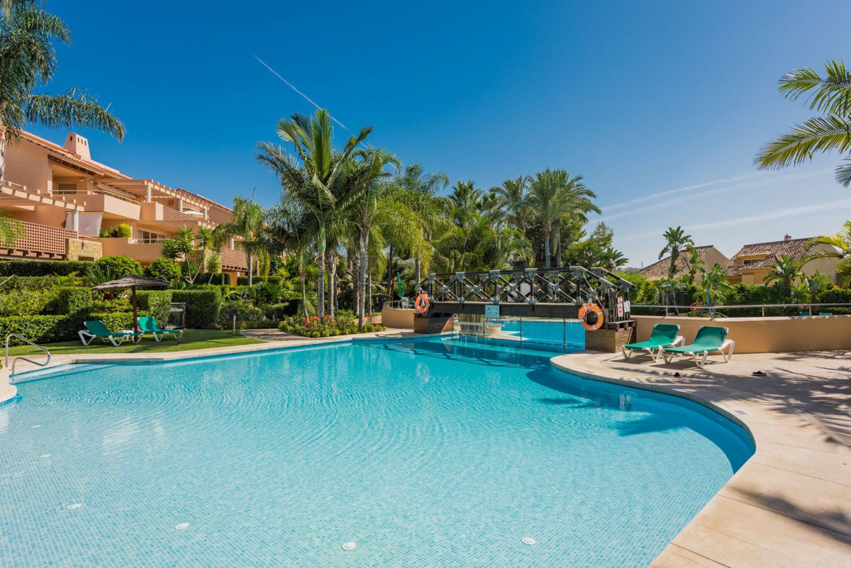Beautiful modern apartment situated at Rio Real Golf. The apartment has a generous sized layout and ,Spain