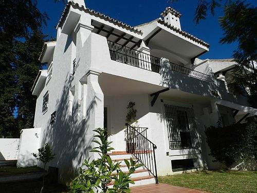 - BEAUTIFUL TOWNHOUSE FULLY RENOVATED -  This 4 bedroom corner property is larger than the others. I,Spain