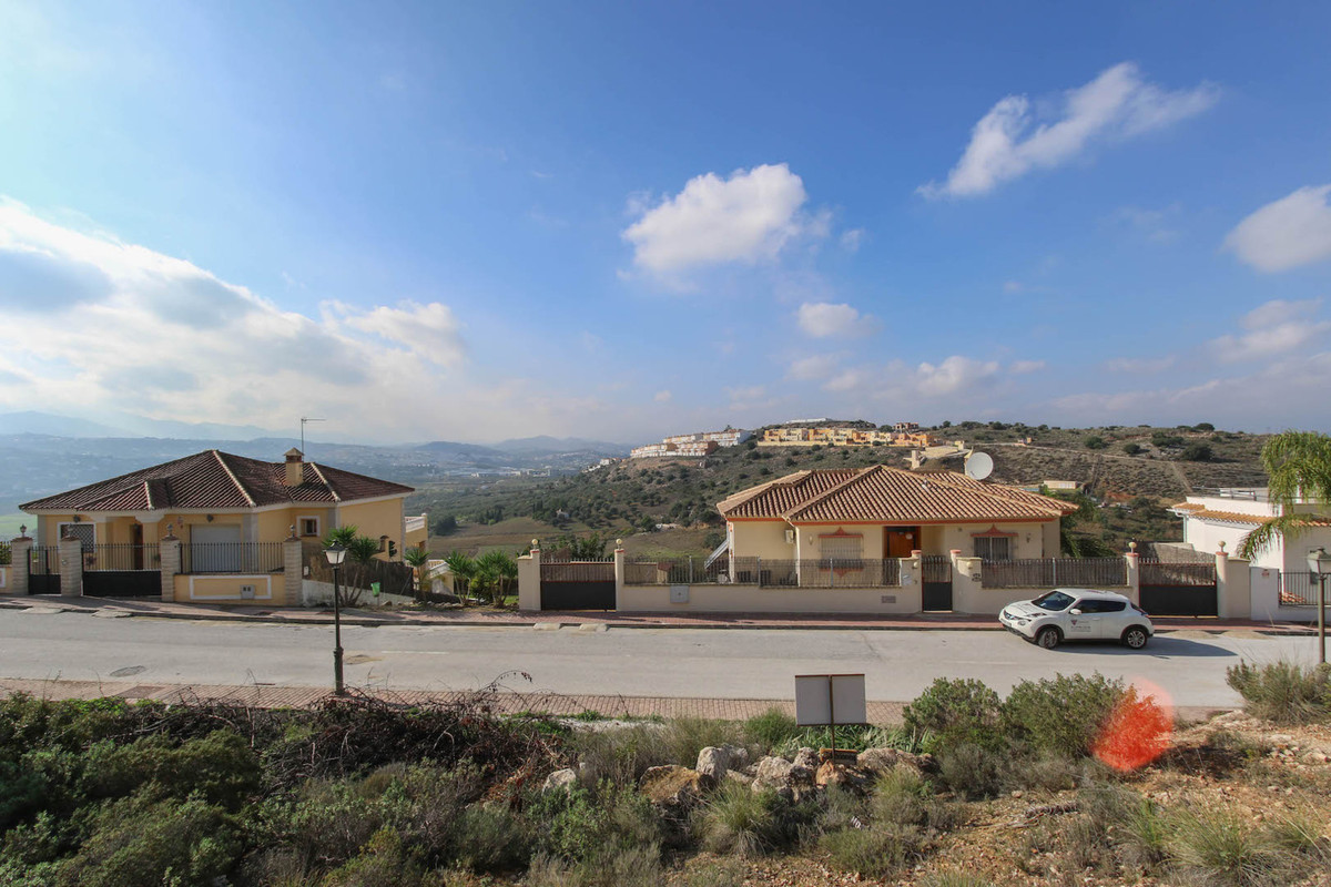 Permission to build a 250m2 property.  Residential Plot, Coin, Costa del Sol.  Garden/Plot 630 m².  , Spain