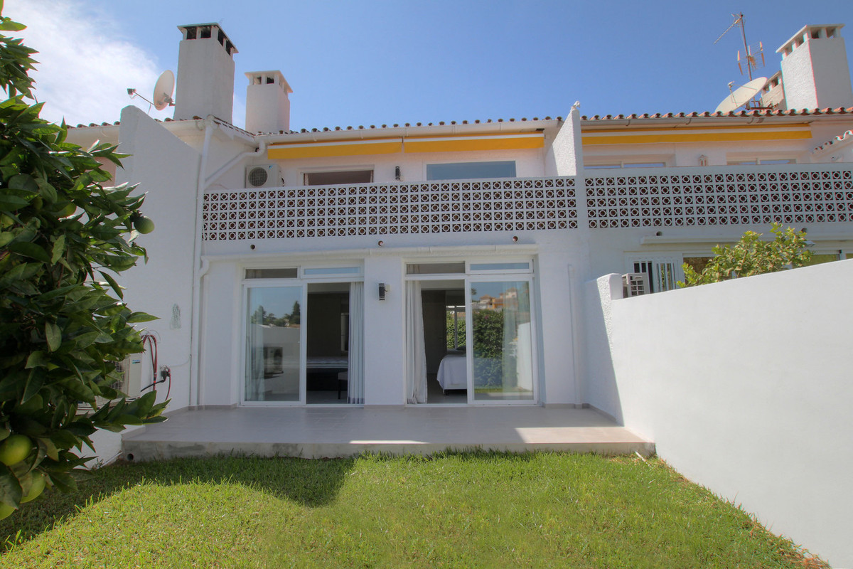 Stunning Townhouse at the bottom of Elviria next to everything, one step to bars restaurants, post o, Spain