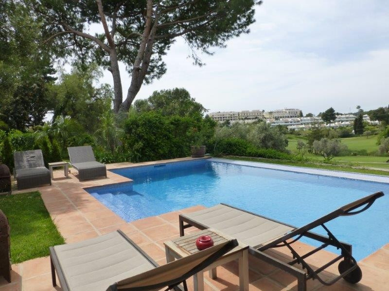 Beautiful semi-detached house on the front line of the Aloha golf club! This property is in a gated ,Spain