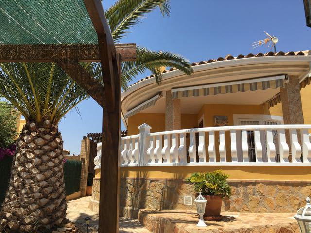 Delightful, 3 bedroom villa, absolutely immaculate, just 3 km from El Campello with a private pool a, Spain