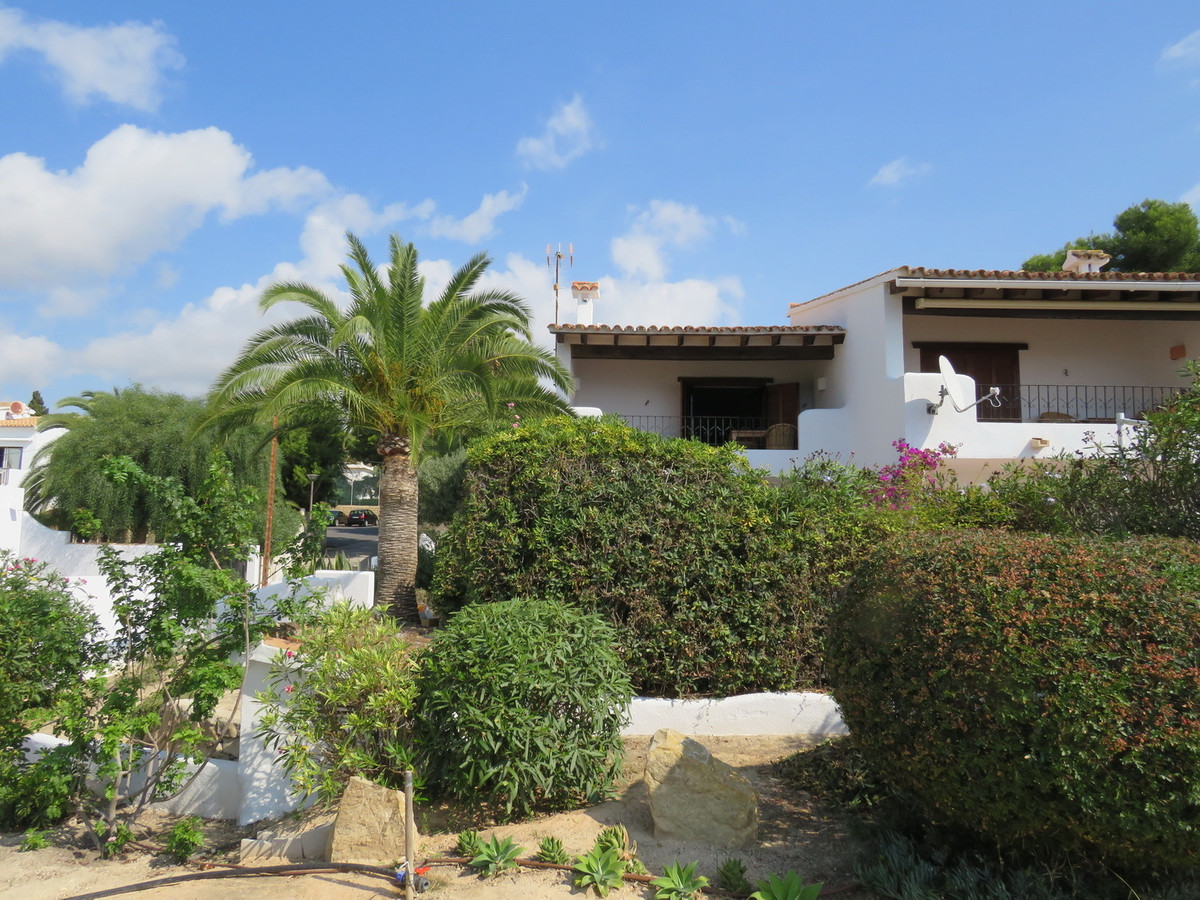 Rarely available Front line location situated 20 meters from the beach. Traditional Style 3 Bedroom ,Spain