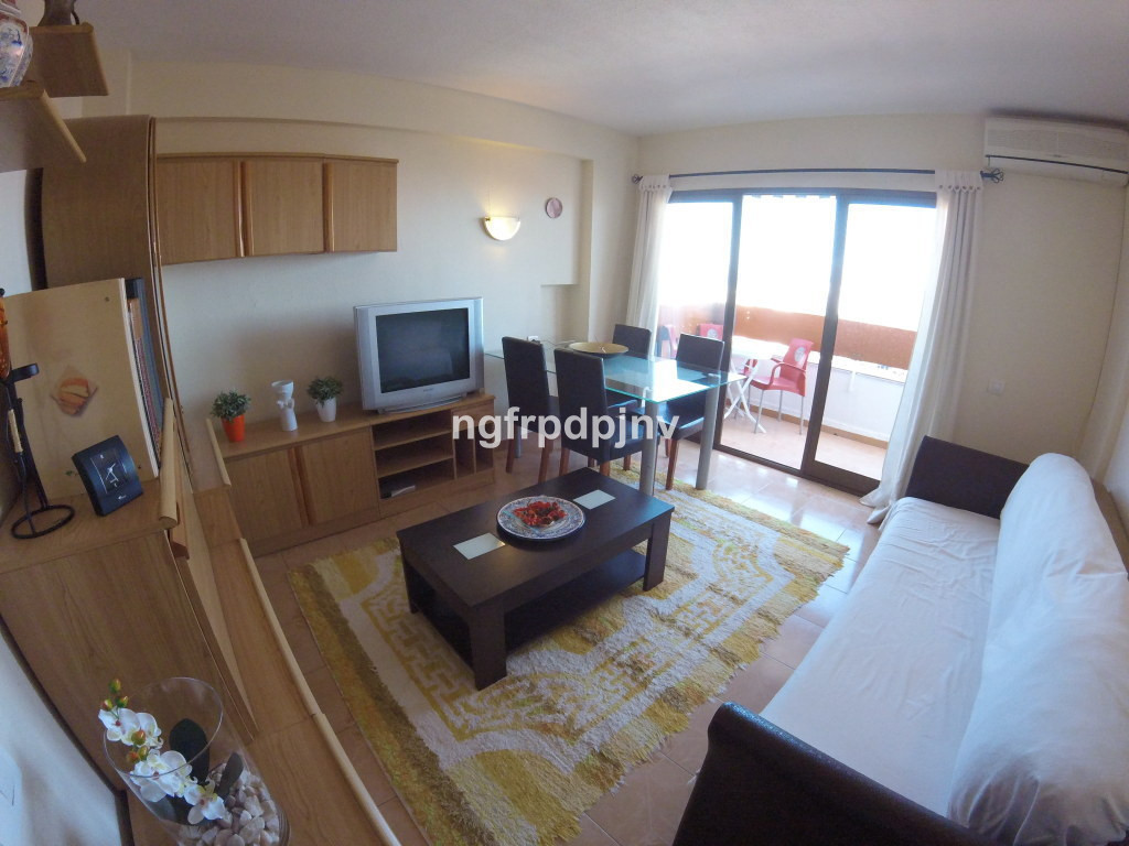 Apartment recently painted, furnished and semi-reformed. Sea and Mountain views. A few minutes to th,Spain