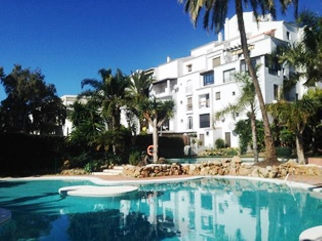 Large outdoor and bright apartment located in a gated community with gardens and swimming pool. Dist, Spain
