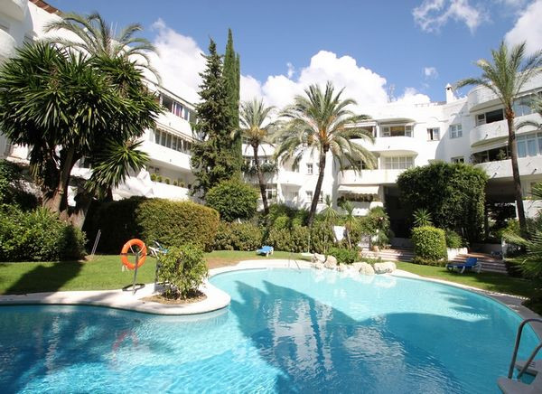 Lovely and sunny south-facing apartment situated on Marbella's Golden Mile, within walking dista, Spain