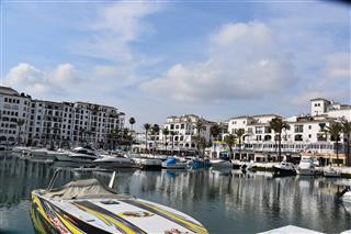 This is a 2 bedroom, 2 bathroom Ground Floor apartment in the heart of Puerto Duquesa Marina on a be, Spain