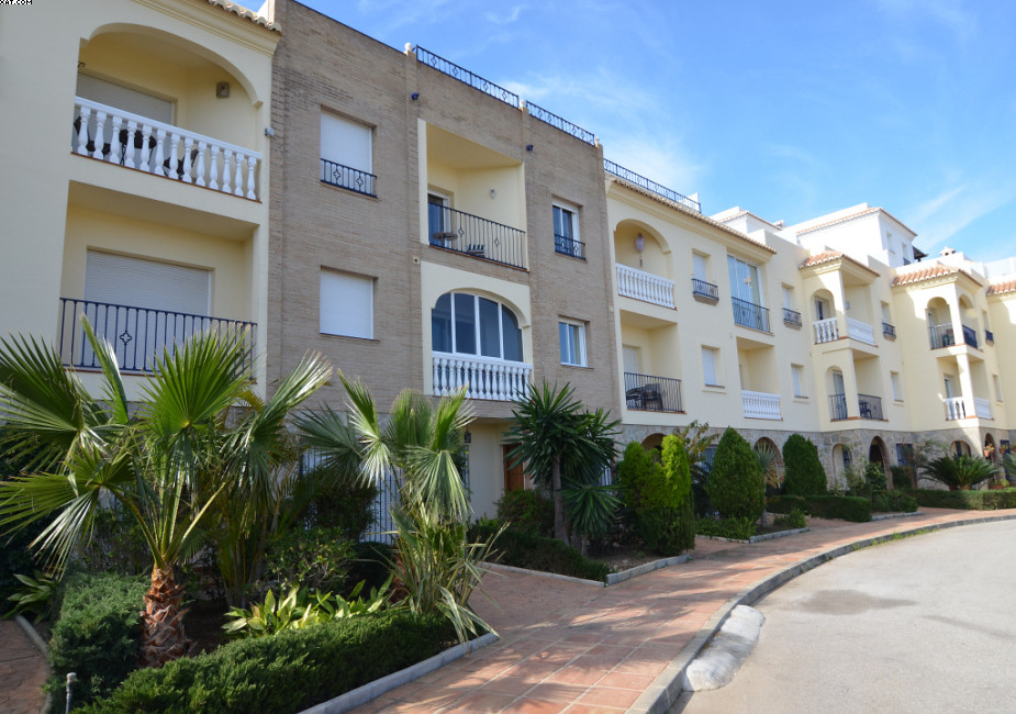 Situated between La Cala and Fuengirola, this well-maintained townhouse at El Chaparral is well wort, Spain