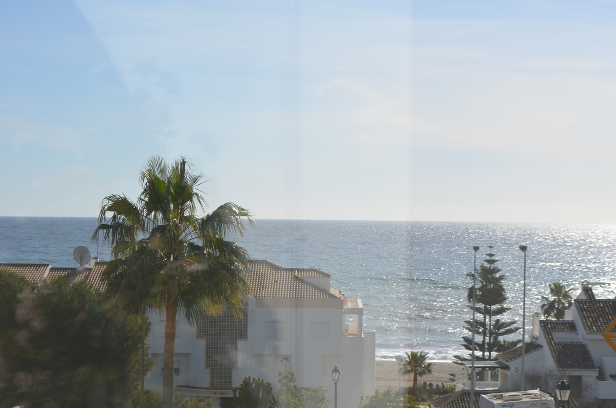 Fantastic location in La Cala, Walking distance to beach and to the shops, one bedroom apartment, lo,Spain