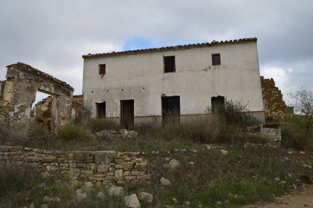 "Large Cortijo (ruin) for renovation.  Ruin on a large plot between the Andalusian villages ""Alo, Spain"