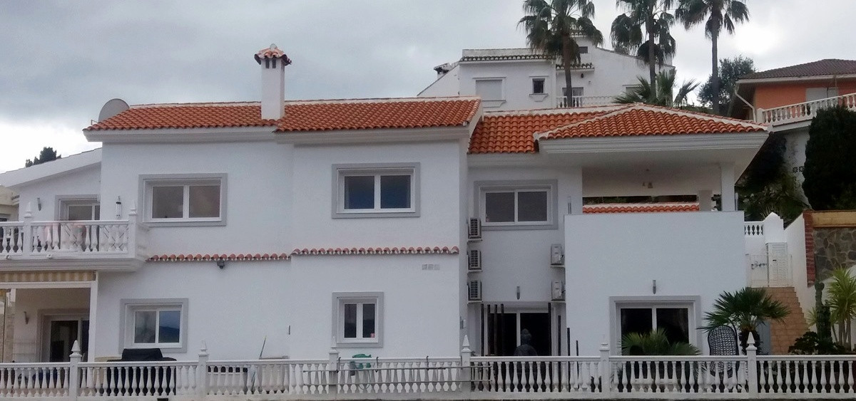 Exceptionally high quality 4 bedroom 4 bath room Individual Villa. Built by the current owners to a , Spain