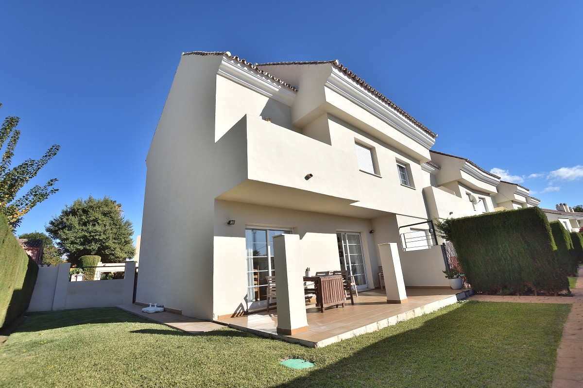 Spacious townhouse near the Golfers paradise of Nueva Andalucia! Within only 5 minutes by car you re, Spain