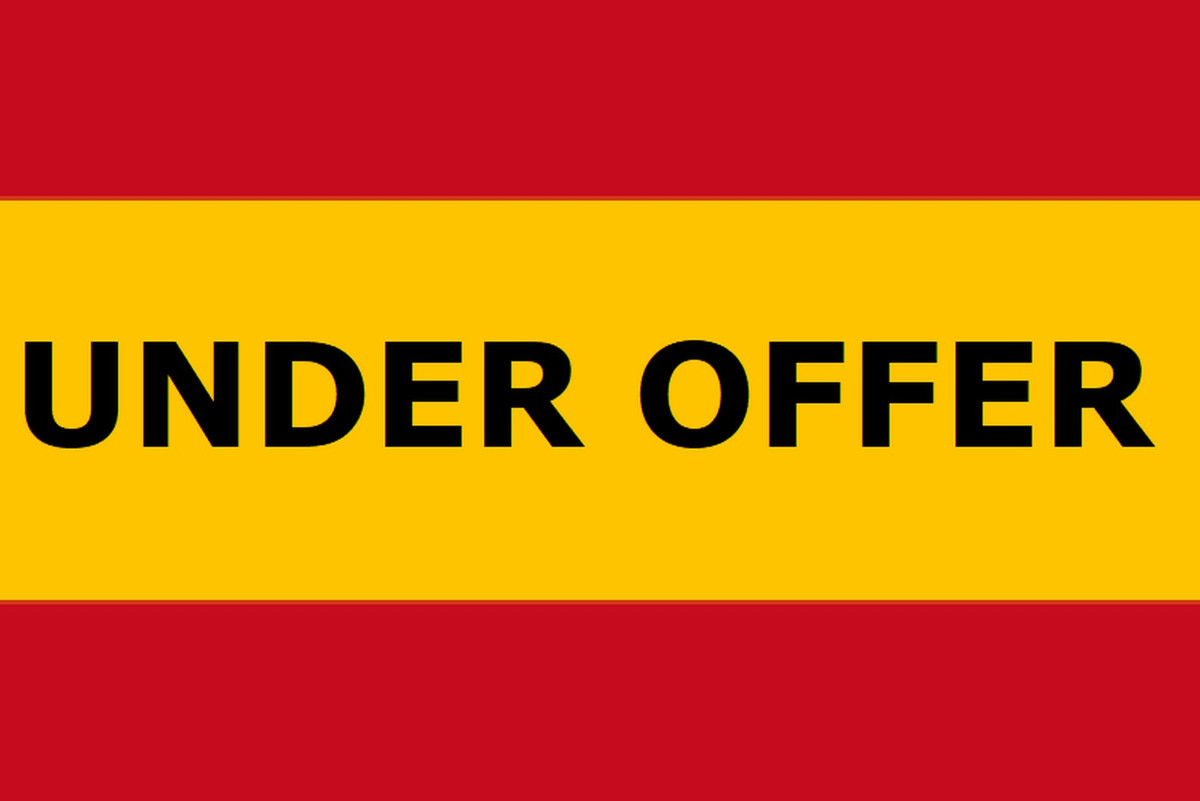 This impressive large country property enjoys a stunning location in the countryside between the And Spain