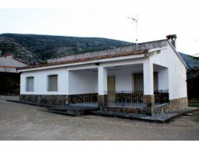 Single level country house on an elevated plot with lovely mountain and country views. Quite locatio, Spain