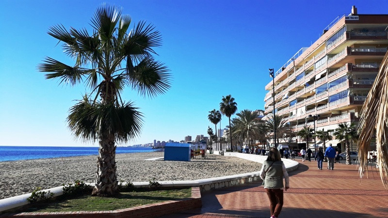 SEAFRONT COMMERCIAL UNIT FOR SALE IN FUENGIROLA. (FREEHOLD)  This commercial unit is ideally located, Spain