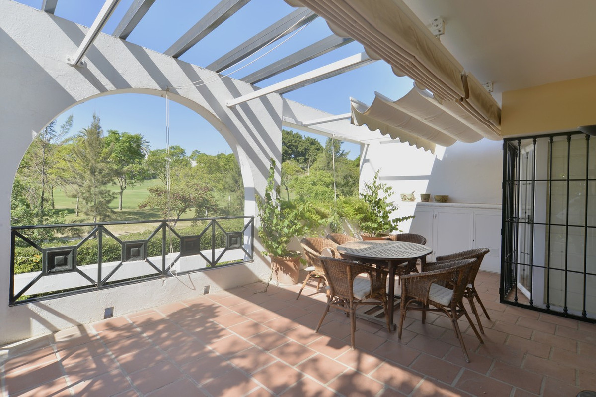 Do you like to play golf? Do you like to enjoy your terrace, and have open views to gardens and pool,Spain
