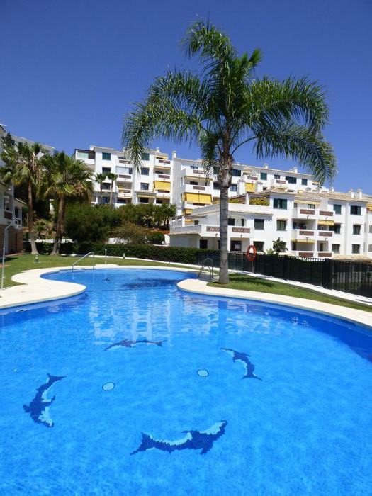 Nice apartment for sale in Andalusian style residence, 5 minutes walk from the seafront of Benalmade, Spain