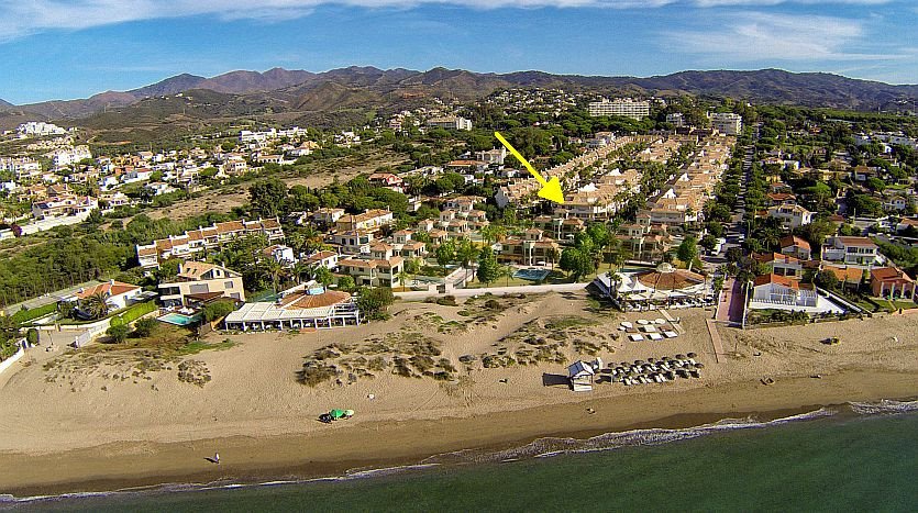 A stylish townhouse in Bono Beach Marbella for sale only 100m to the seafront with direct access fro, Spain