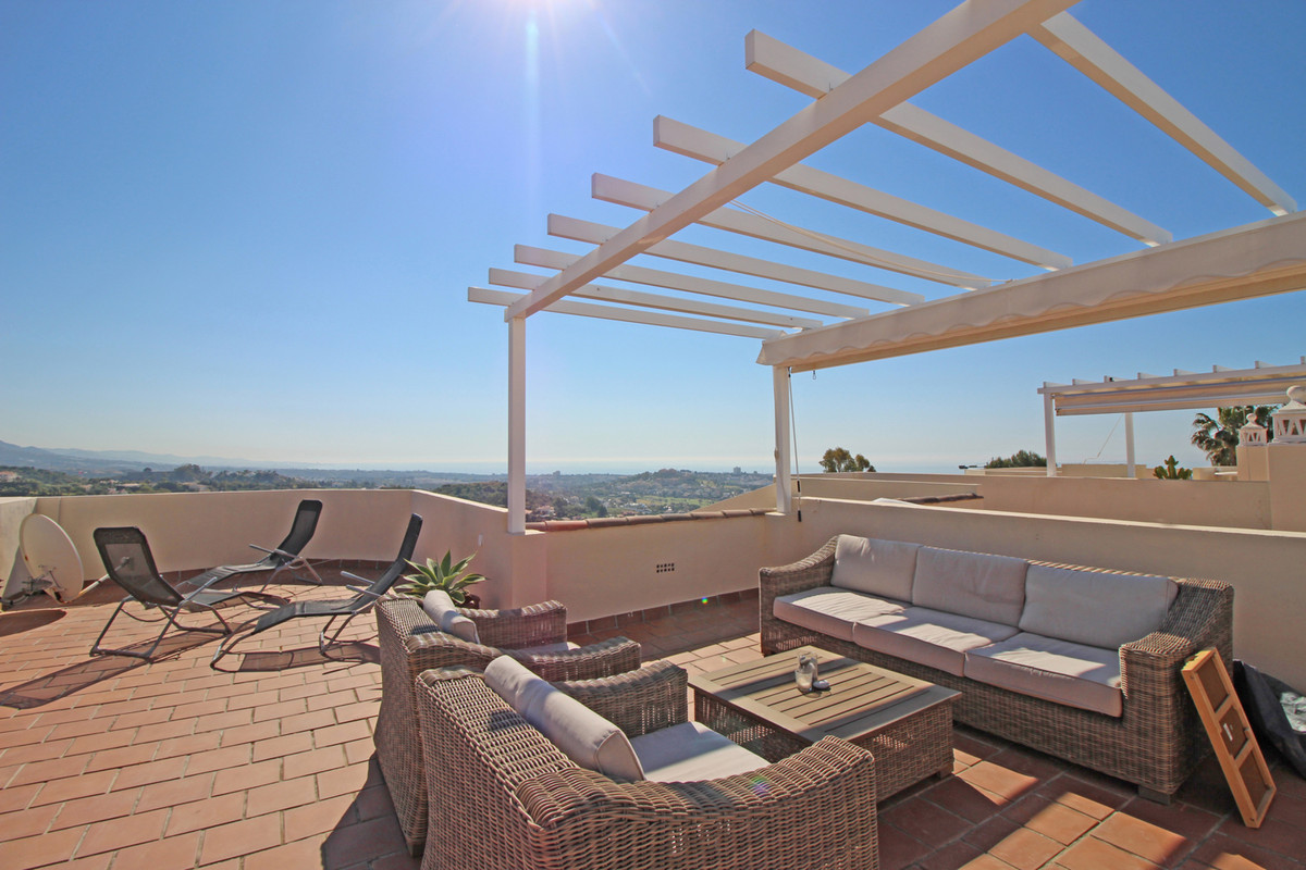 A well presented three bedroom townhouse in La Quinta Hills, a gated development comprising of two s, Spain