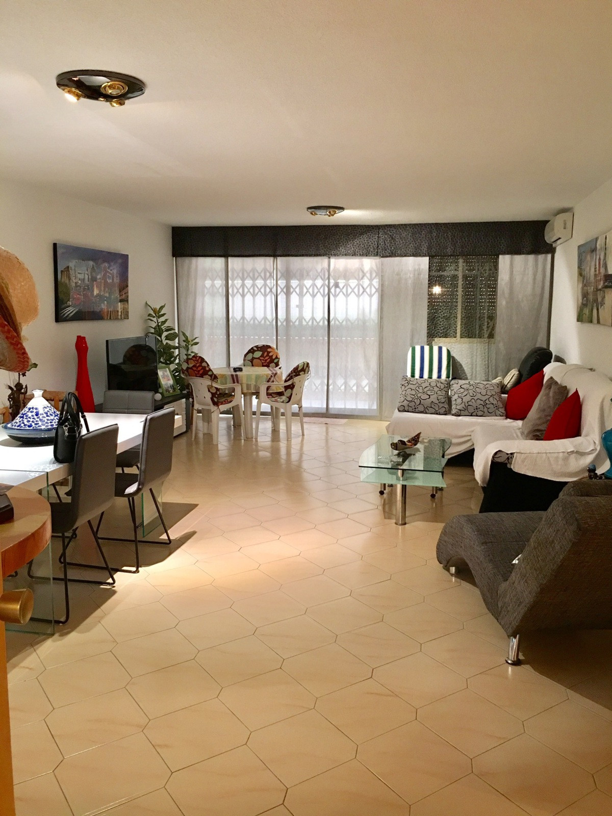 Apartment of 100 m2 to 400 meters from the beach. Luxury complex with tropical pool , tennis court ,,Spain
