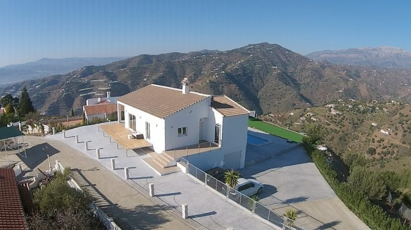 Fully modern Villa in Sayalonga with panoramic views to the sea, consists of a spacious living room ,Spain