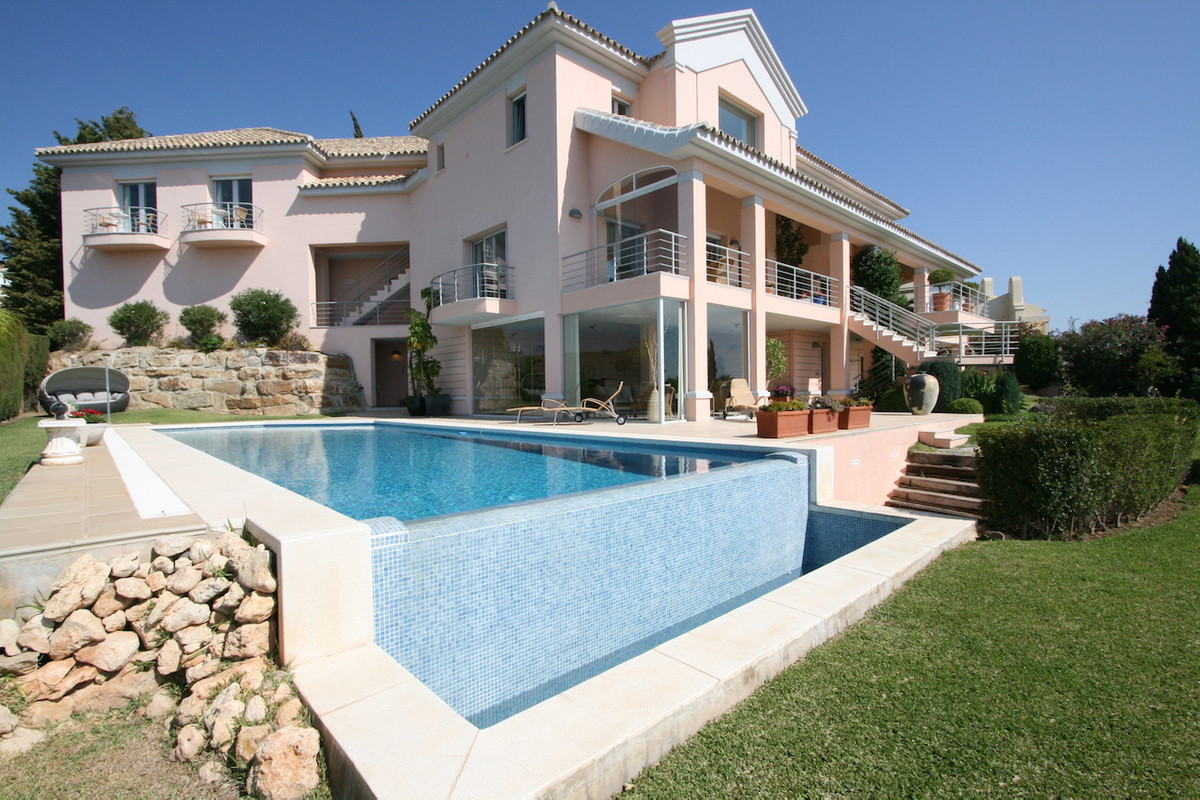 This is a fantastic detached villa completely built to the highest standards and designed by a prest, Spain