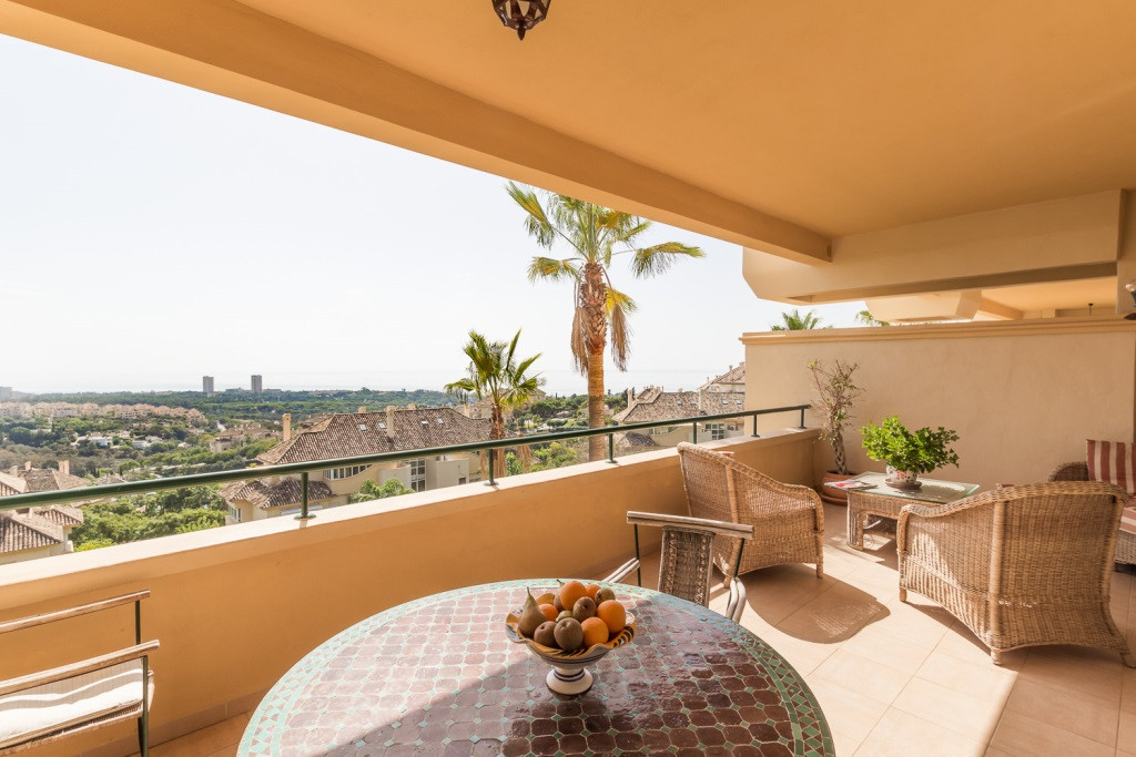 Lovely south facing & ample apartment on the 1st floor in the sought after development of Elviri,Spain