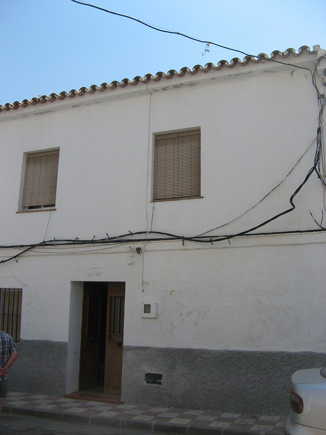 Located in a quiet street with plenty of parking this property is in the upper part of town with loc, Spain