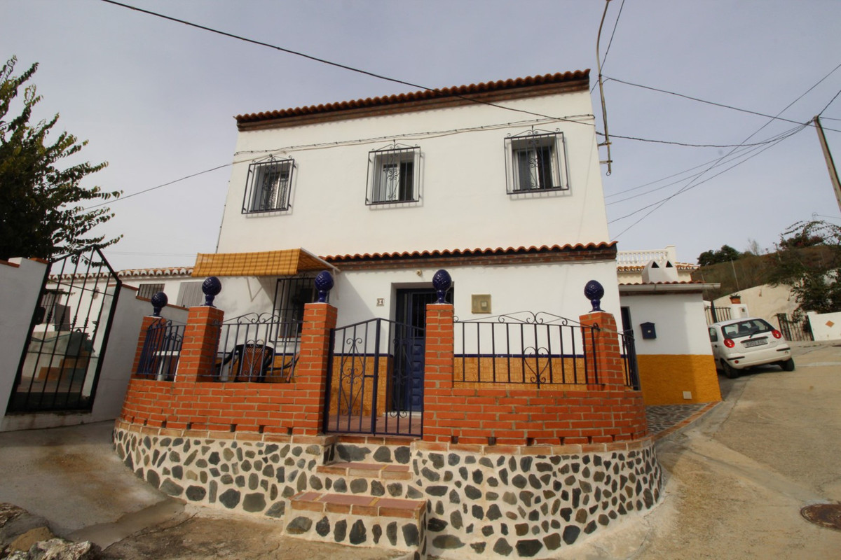 This semi-detached house located in Los Puertas consists of, a lounge with fireplace, kitchen with a,Spain